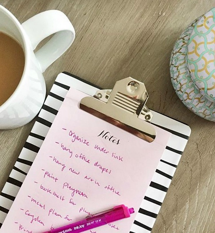 In today's busy world it can even be difficult to stay organized with the person you spend the most time with! Stay organized between spouses w/ these tips!
