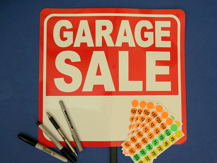 Our best tips and tricks to host a completely organized garage sale from the most experienced garage saler I know, my mom!