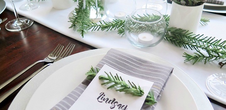 Step by Step Instructions to a Beautiful Christmas Tablescape