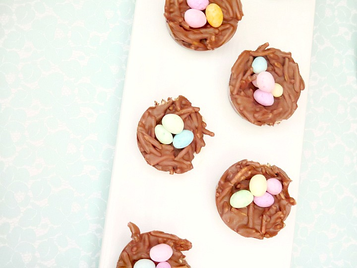 No bake bird nest cookies for an adorable Bless this Nest baby shower, but would be great for Easter as well!