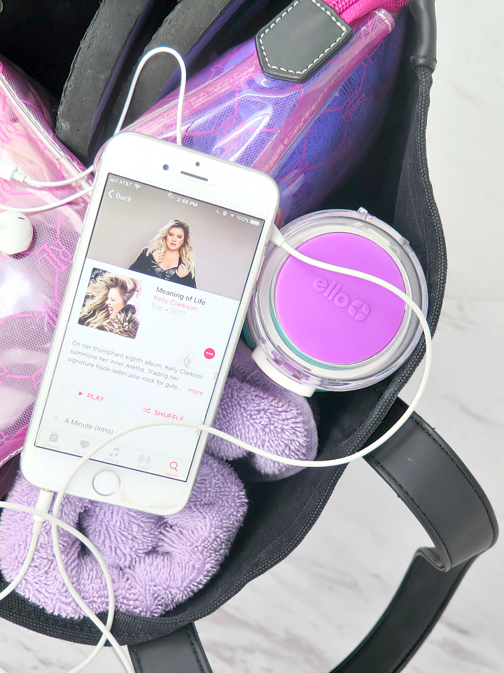 Here's exactly what you need to have in your organized gym bag for a sucessful trip to the gym! There's a list of all the essentials!